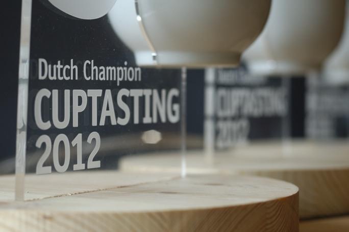 Detail wedstrijdbokaal Nederlandse kampioenschap Cuptasting 2012 door SCAE Nederland