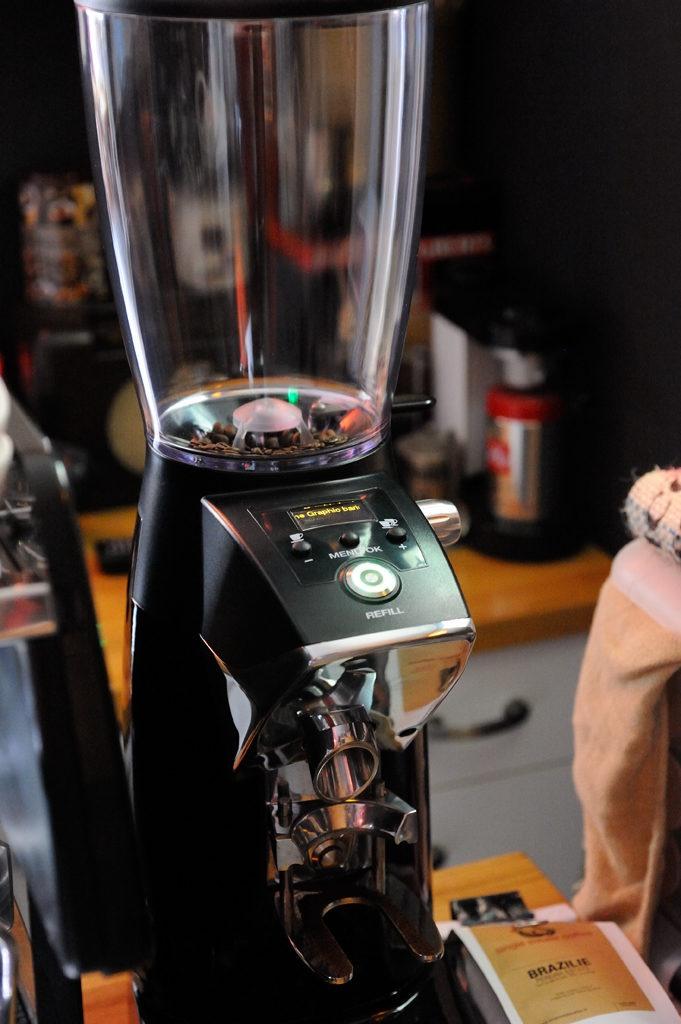 De Spaanse invloeden worden merkbaar • Nieuwe Compak koffiebonenmaler K-8 Fresh op de the Graphic baristabalie