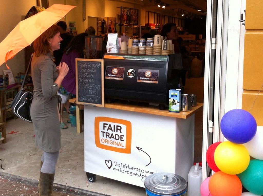 Eerlijke koffiebeleving door heel Nederland • FairTradeOriginal zet haar nieuwe koffie's met the Graphic barista