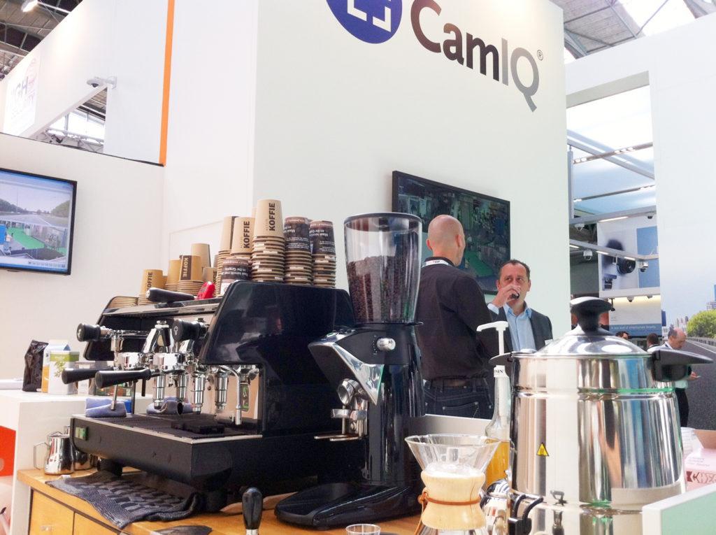 CamIQ videobewakingsysteem houdt de koffiekwaliteit nauwgezet in de gaten • Videotronic zet the Graphic barista in op Safety Security Amsterdam SSA13