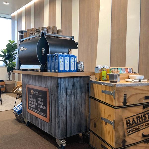 Aandacht schenken in je eigen bedrijfspand • the Graphic barista bereidt koffie en thee op iedere locatie